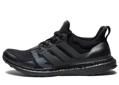 Undefeated × Adidas Ultra Boost  Blackoutの写真