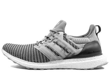 Undefeated × Adidas Ultra Boost  Performance Running Greyの写真