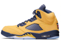 Nike Air Jordan 5 Retro Michigan (2019)の写真