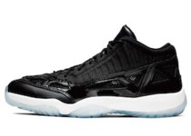 Nike Air Jordan 11 Low IE Space Jamの写真