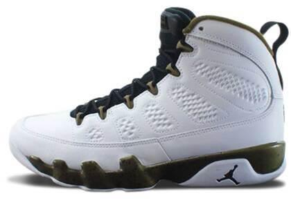 Nike Air Jordan 9 Retro Statueの写真