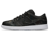 Nike SB Dunk Low 420 Intergalacticの写真