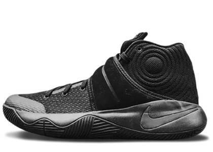 Nike Kyrie 2 Triple Blackの写真