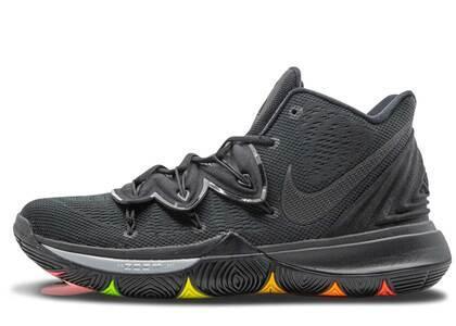 Nike Kyrie 5 Black Rainbow Solesの写真