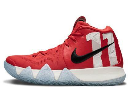 Nike Kyrie 4 Boston Universityの写真