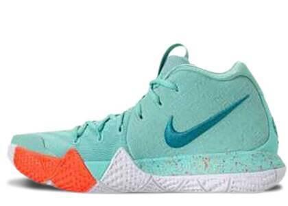 Nike Kyrie 4 Power Is Femaleの写真