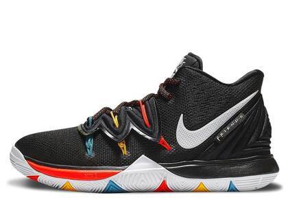 Nike Kyrie 5 Friends GSの写真
