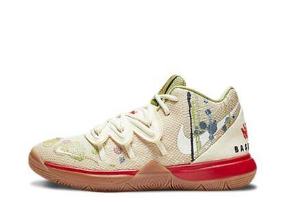 Nike Kyrie 5 Bandulu PSの写真