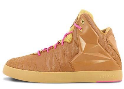 Nike LeBron 11 NSW Hazelnutの写真