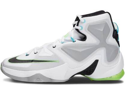 Nike LeBron 13 Command Forceの写真