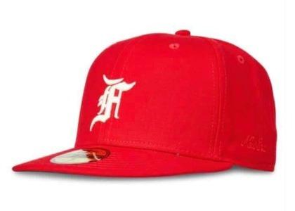 ESSENTIALS New Era Fitted Cap Redの写真