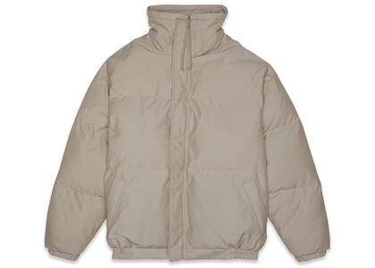 ESSENTIALS Puffer Jacket Taupeの写真