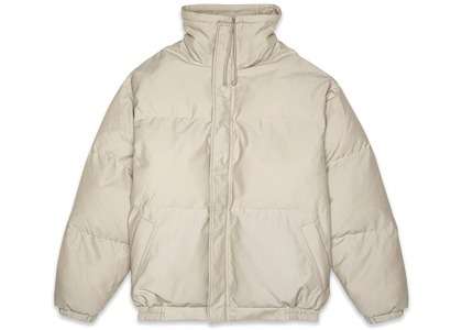 ESSENTIALS Puffer Jacket Oliveの写真