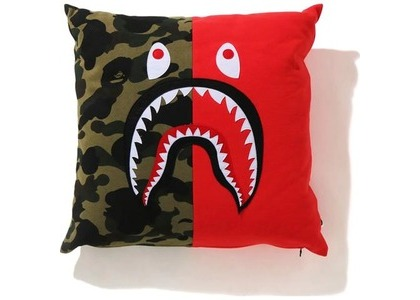 Bape 1st Camo Shark Square Cushion Red (SS21)の写真