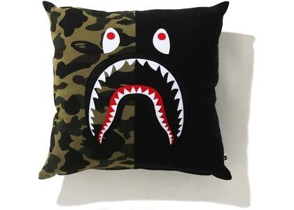 Bape 1st Camo Shark Square Cushion Black (SS21)の写真
