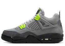 Nike Air Jordan 4 Retro 95 Neonの写真