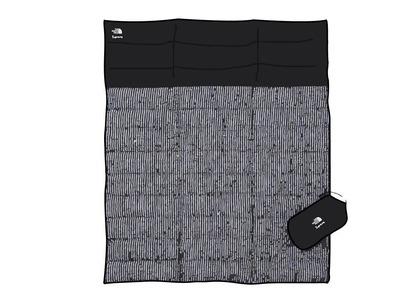 Supreme The North Face Studded Nuptse Blanket Black (SS21)の写真