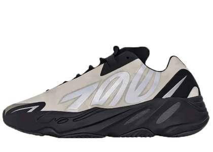 Adidas Yeezy Boost 700 MNVN Boneの写真