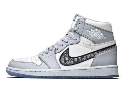 Dior × Nike Air Jordan 1 High OGの写真