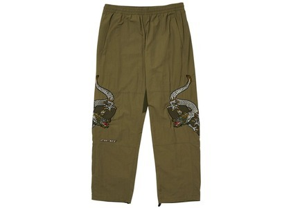 Palace Enter The Dragon Joggers Olive  (FW20)の写真