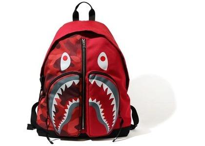 BAPE Color Camo Shark Day Pack (FW20) Red (FW20)の写真