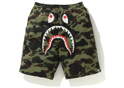 Bape 1st Camo Shark Beach Pants Green (FW20)の写真