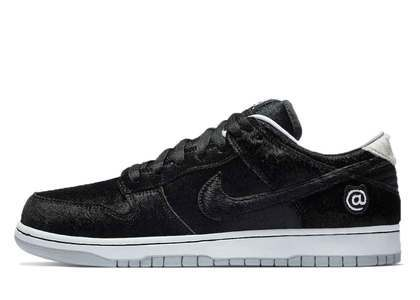 Medicom Toy × Nike SB Dunk Low Pro BE@RBRICKの写真