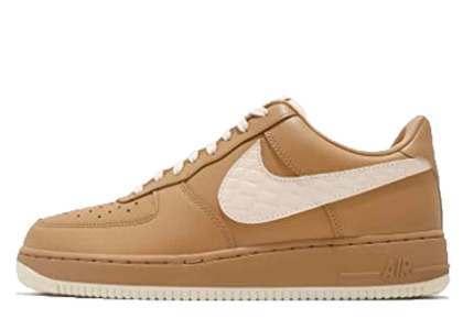 Nike Air Force 1 Low Elemental Gold の写真
