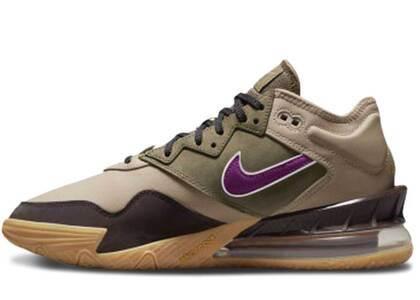 atmos × Nike LeBron 18 Low Viotechの写真
