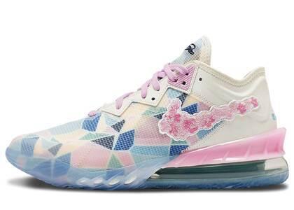 atmos × Nike LeBron 18 Low Sakuraの写真