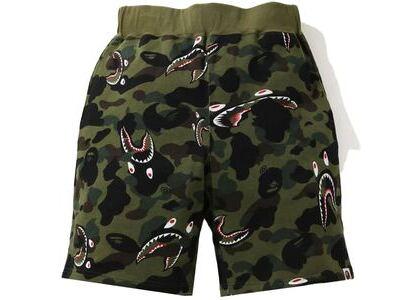 BAPE Shark 1st Camo Wide Sweatshort Green (SS21)の写真