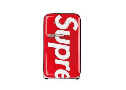 SMEG × Supreme Mini Refrigerator Red (SS21)の写真