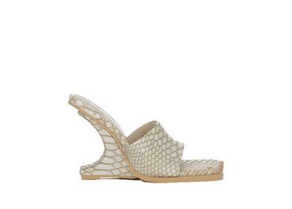YELLO Haku Deformed Wedge Sandals Whiteの写真
