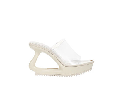 YELLO Milk Defoemed Sandals Whiteの写真