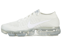 Air VaporMax Triple Whiteの写真