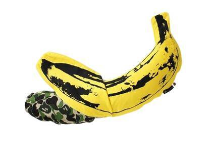 Bape Home × Medicom Toy × Andy Warhol ABC Camo Banana Cushion M Green (SS21)の写真