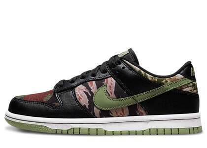 Nike Dunk Low SE Camo Collageの写真