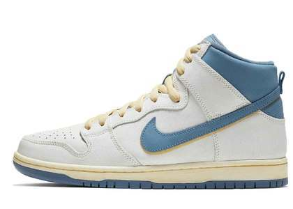 Atlas × Nike SB Dunk Highの写真