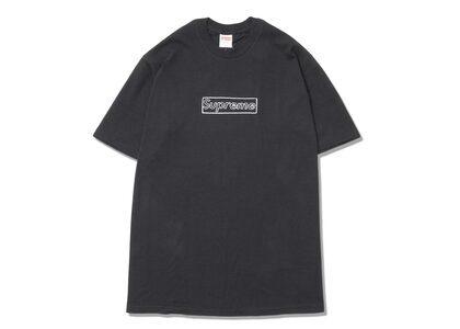 Supreme KAWS Chalk Logo Tee Black (SS21)の写真
