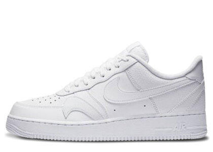 Nike Air Force 1 07 Low Triple Whiteの写真