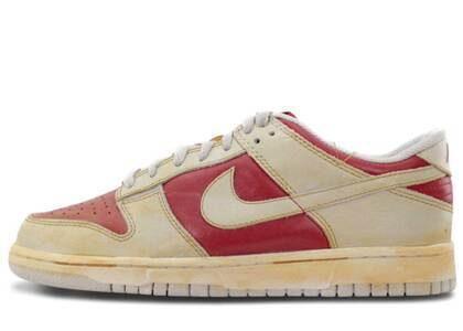 Nike Dunk Low VNTG Varsity Red/Neutral Greyの写真
