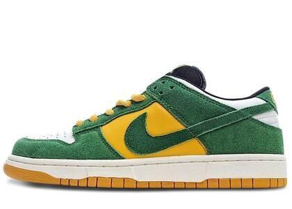 Nike Dunk SB Low Bucksの写真