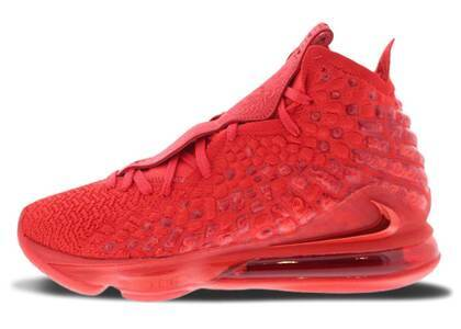 Nike Lebron 17 Red Carpetの写真