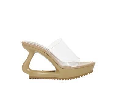 YELLO O2 Deformed Sandals Beigeの写真