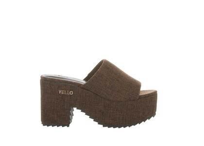 YELLO Soil Platform Sandals Brownの写真