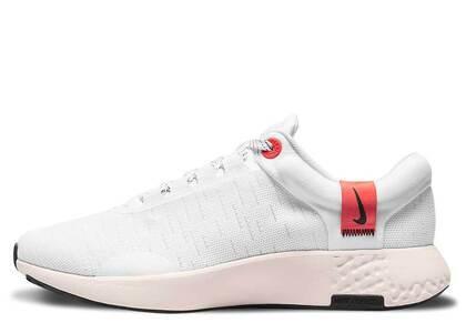 Nike Renew Serenity Run Whiteの写真