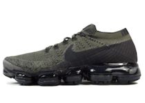 Air VaporMax Oliveの写真