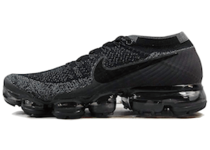 Air VaporMax Triple Black 2.0の写真