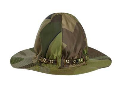 KAWS × Sacai Mountain Metro Hat Camouflageの写真