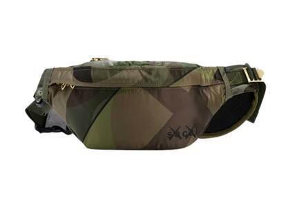 KAWS × Sacai Bum Bag Camouflageの写真